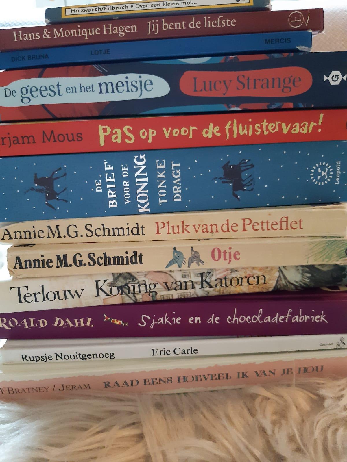 'Ga uit van wat het kind wil', zei Annie M.G. Schmidt. Dan krijgen ze het meeste plezier in lezen. En wat ze leuk vinden, dat gaan ze dóén. Daar waar onze 17-jarige dochter het lezen weer 'herontdekt' heeft en hieruit haar ontspanning haalt, leest onze 13-jarige puberzoon nog nauwelijks (ja, schermen…). Wetende dat dit een […]